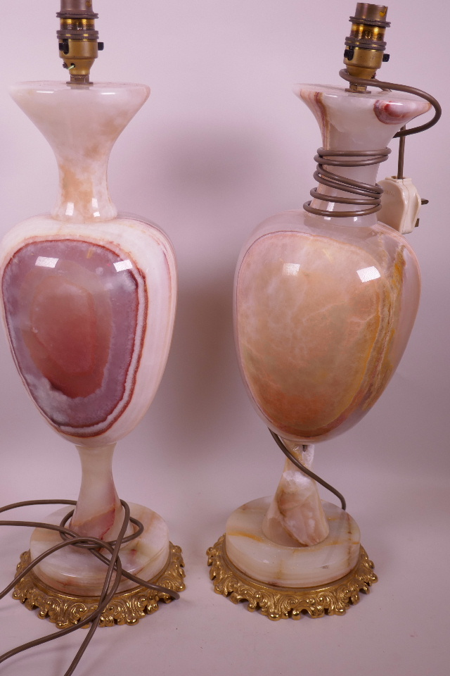 A PAIR OF TALL URN SHAPED ALABASTER TABLE LAMPS ON CAST GILT METAL BASES, 20