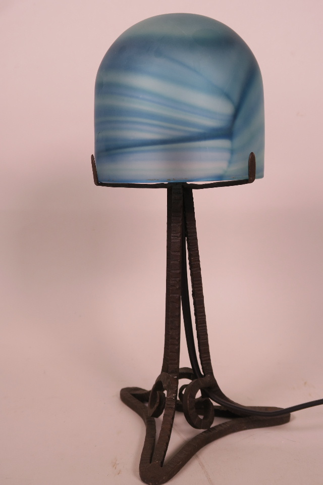 A FRENCH 1920S IRON AND GLASS TABLE LAMP WITH SWIRLED BLUE SHADE, 12