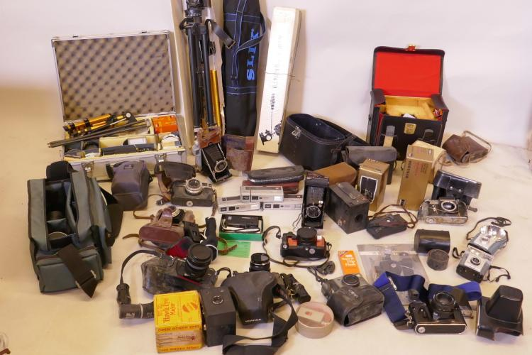 A LARGE QUANTITY OF CAMERAS AND ASSOCIATED EQUIPMENT, TO INCLUDE ZENITS, BROWNIE, NIKON, MINOLTA ETC