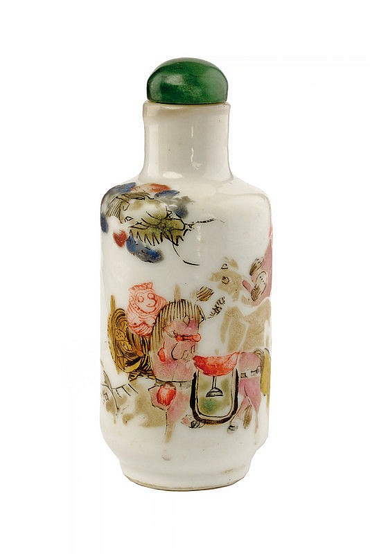 A very rare rouleau porcelain snuff bottle Daoguang marked and of the period