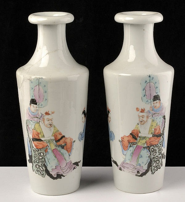 A nice pair of famille rose porcelain vases marked Hongxian