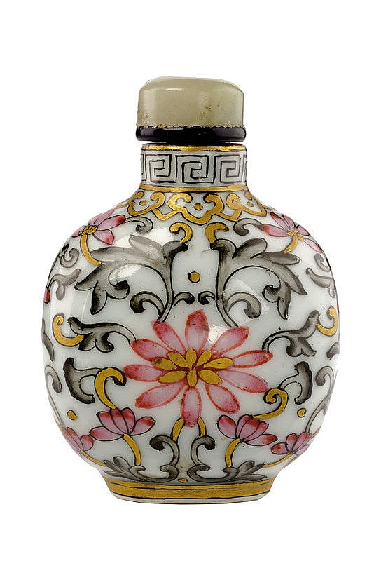 An elegant famille rose and encre de Chine porcelain snuff bottle