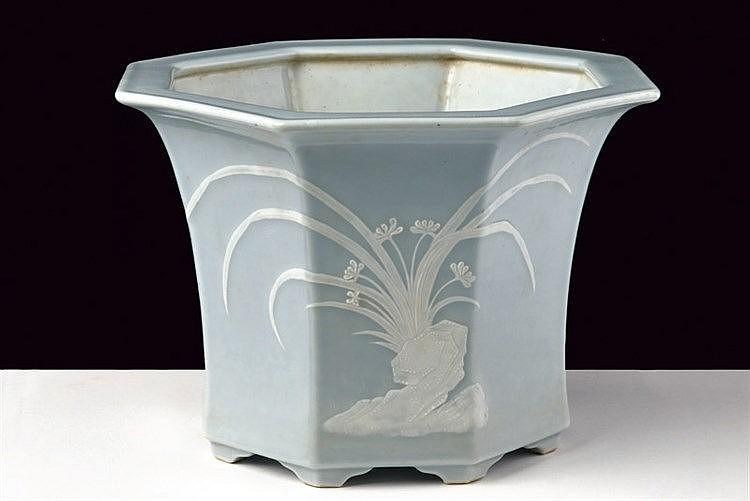 A fine claire de lune ottagonali porcelain Jardiniere