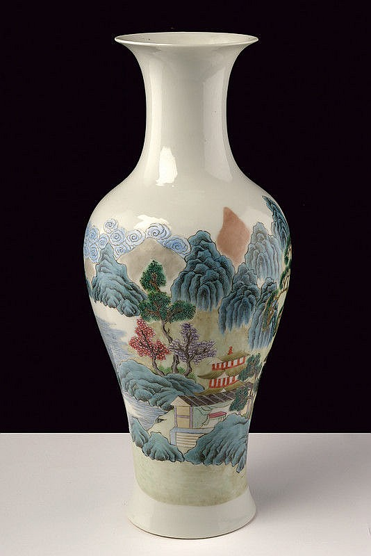 A nice famille rose porcelain vase marked Sheng De Thang Zhi