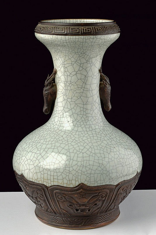 A very fine and rare porcelain crackle vase