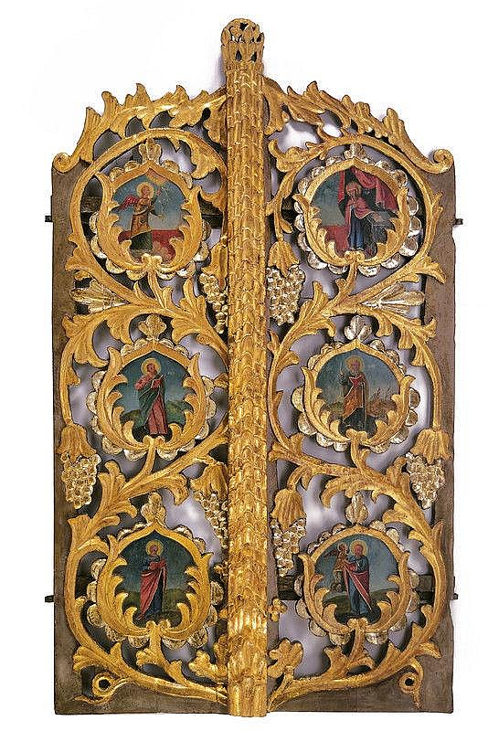 A door depicting the Annunciation and the four evangelists
