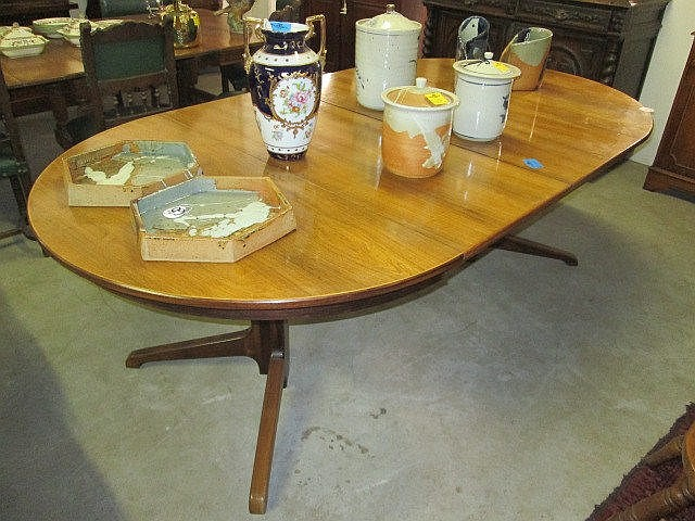 Mid 20thc Extension Dining Table