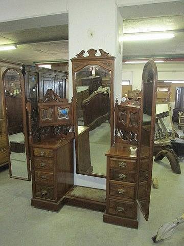Victorian Walnut Mahogany Dressing Table