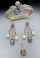 Vintage 14K, diamond and Tahitian pearl bracelet,