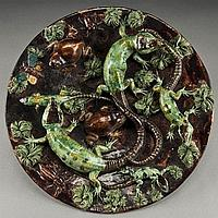 Portuguese Palissy charger by Mafra with large