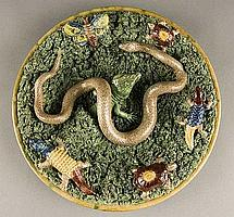 Portuguese Palissy charger by Mafra with a lizard