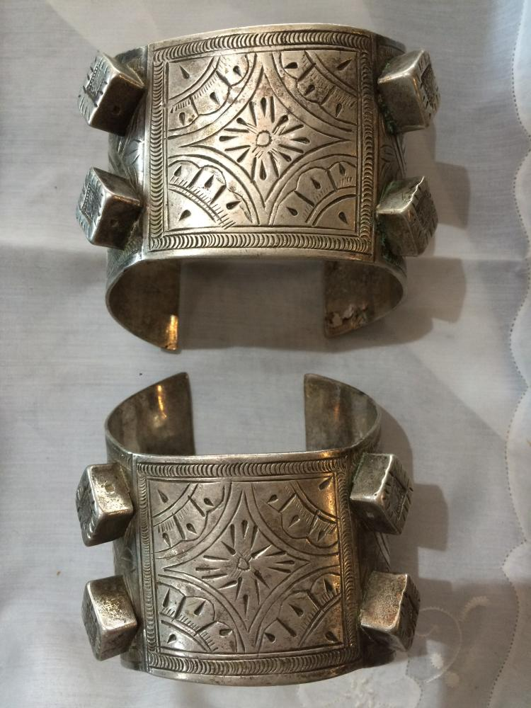Box lot-Pair of Egyptian silver cuffs, 18.7 t. oz