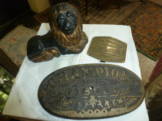 Box lot-cast iron lion and oval grill