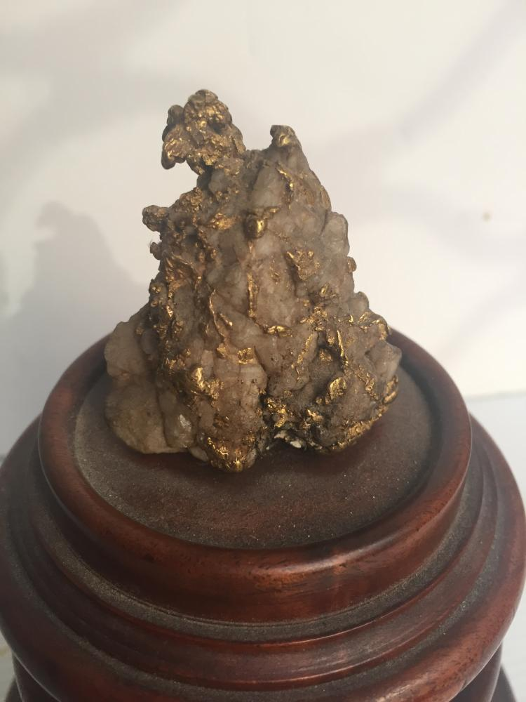"""Gold nugget with gold plaque: """""""