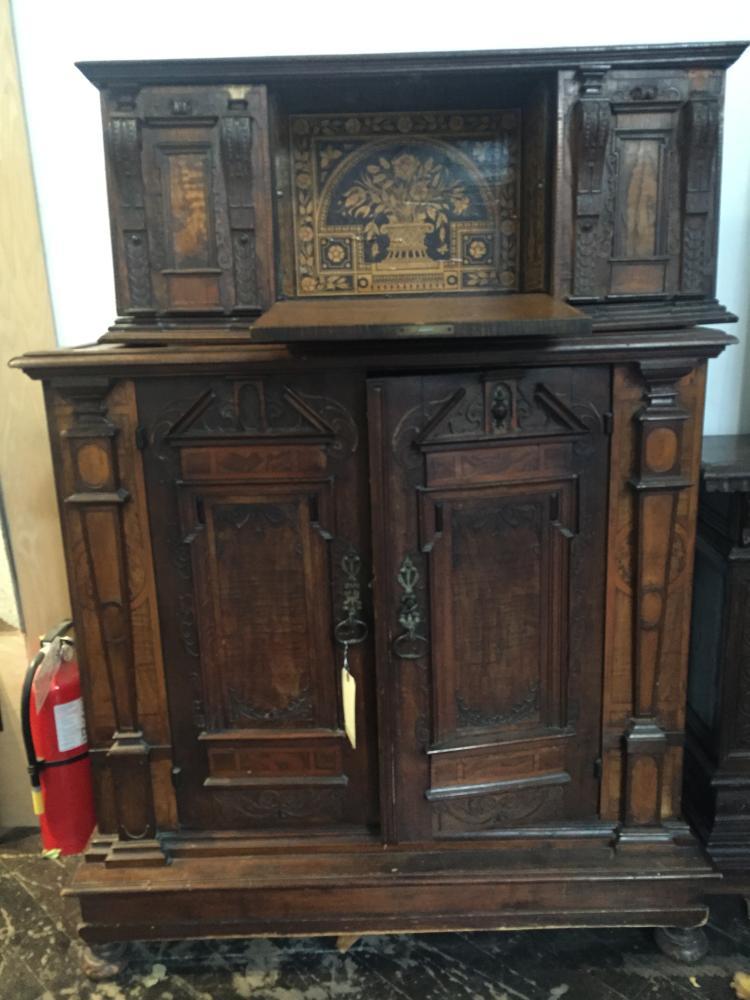 Wood cabinet w/associated top, c,1650-1720