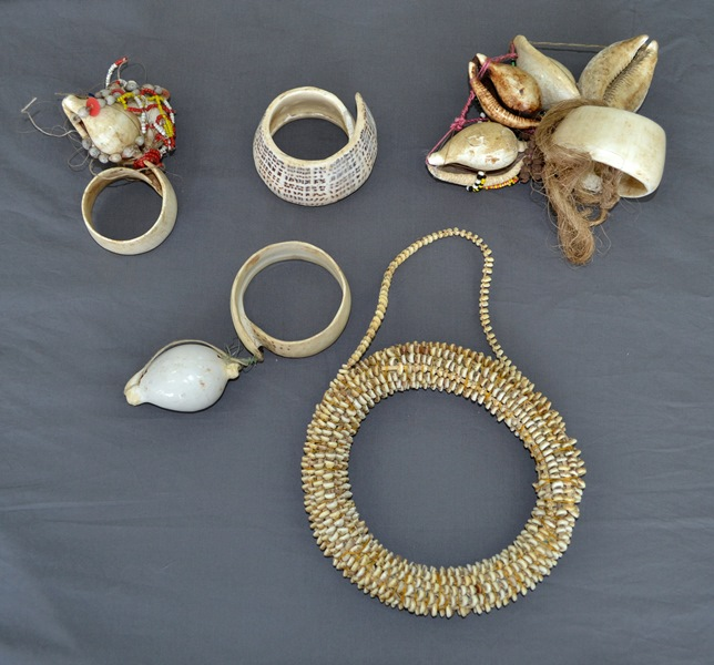 Qty Papua New Guinea Milne Bay Shell Artefacts