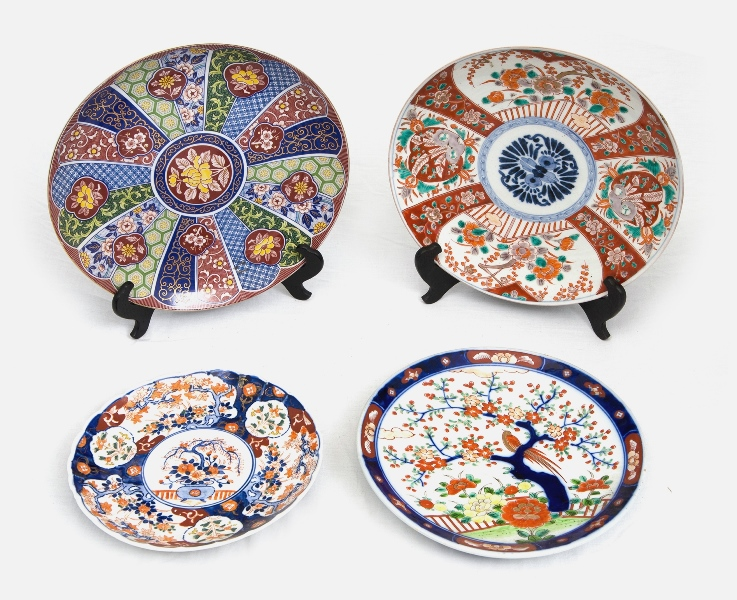 4 Var Japanese Imari Plates.  All with traditional Imari decorations.
