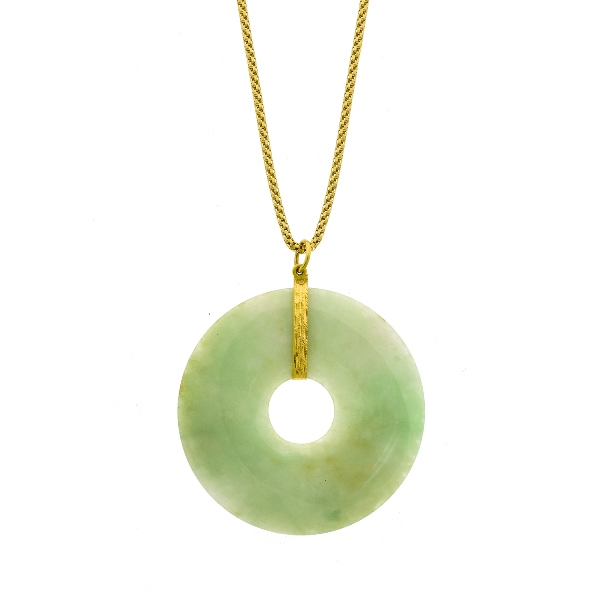 18ct Yellow Gold Chain & Jade Pendant.  Jade disc.
