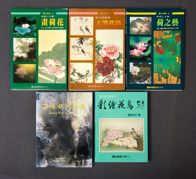 BOOKS (5), Chinese Art. 5 various books printed in Mandarin.