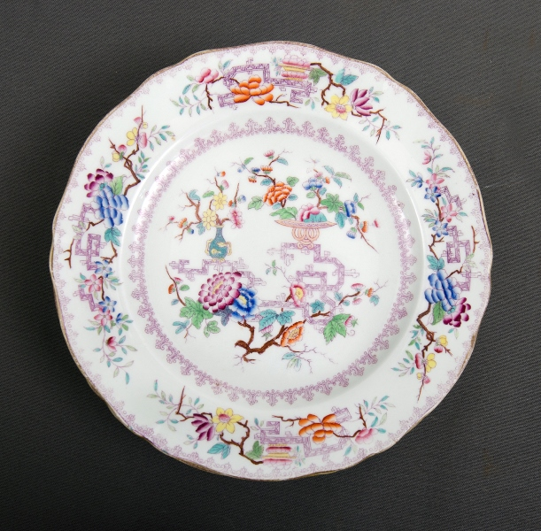 17 Pces Victorian Booths? Porcelain Dinnerware.  Chinese Tree pattern. Incl. 12 dinner plates; covered vegetable dish; 2 graduated platters; & circular serving plate.
