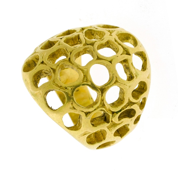 18ct Yellow Gold Dress Ring. Pierced design.