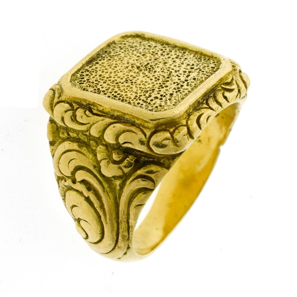 18ct Yellow Gold Signet Ring.