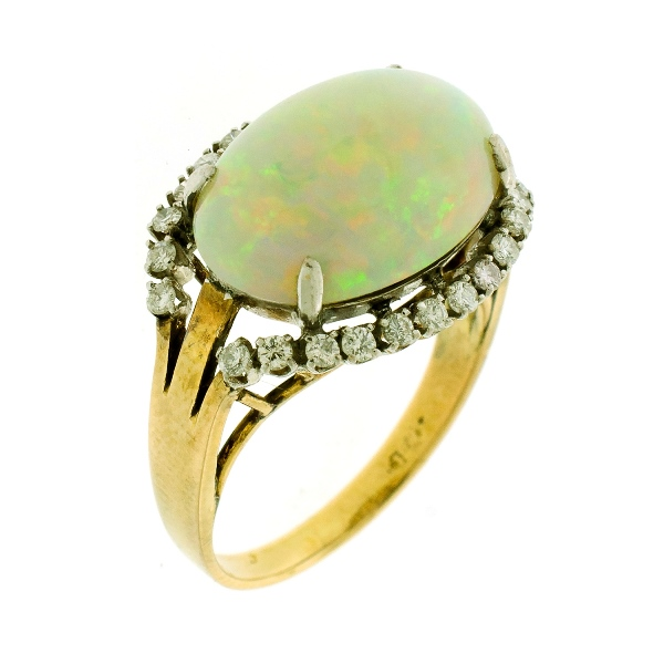 18ct Yellow Gold Opal & Diamond Ring. Oval opal surrounded by 24 diamonds (total approx. 0.25ct)
