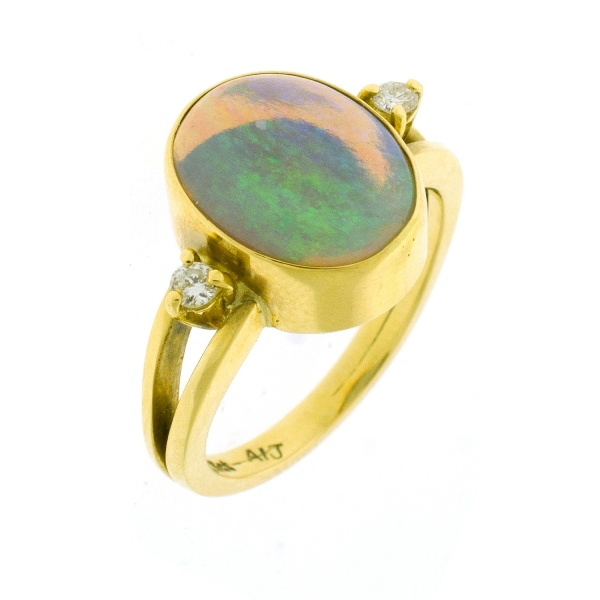 18ct Yellow Gold Opal & Diamond Ring. Oval opal with 2 shoulder diamonds (total approx. 0.09ct).