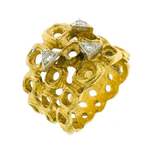 18ct Yellow Gold Diamond Ring. Set with 3 diamonds (total approx 0.12ct).