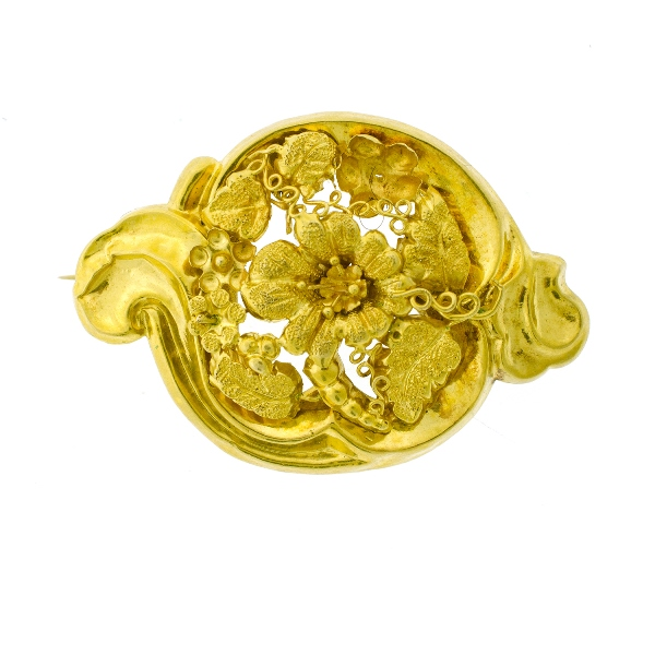 Early 18ct Yellow Gold Brooch & Pr Earrings. Brooch with embossed floral & leaf design. Disc earrings for pierced ears.