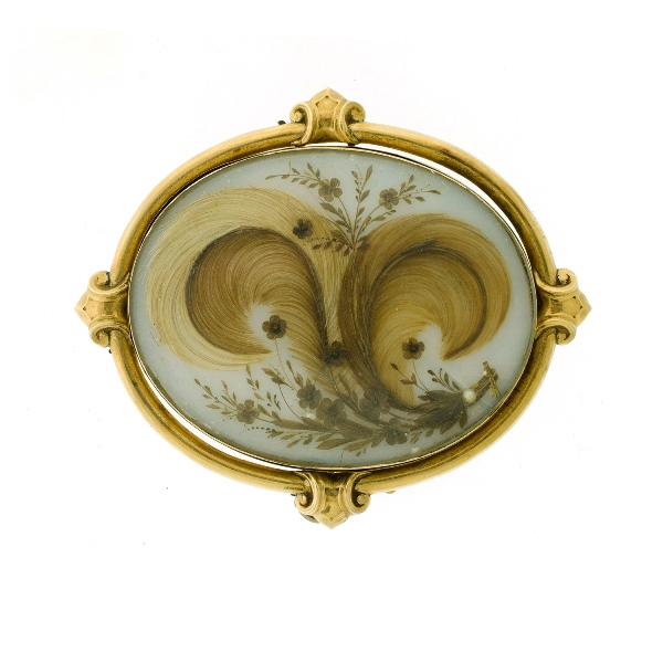 Early 9ct Yellow Gold Mourning Brooch. Flourishes of hair set behind glass in yellow gold frame.