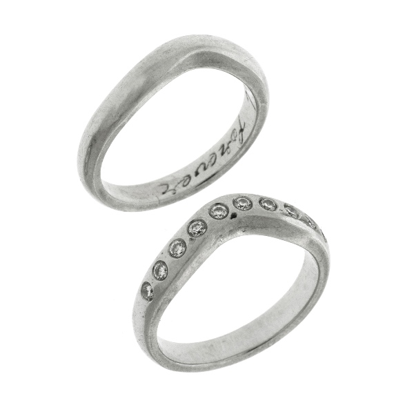 2 Matching Platinum Wedding & Eternity Rings.  Eternity ring set with 10 diamonds (total approx 0.20ct).