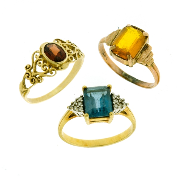 3 Var 9ct Yellow Gold Stone Set Rings. Incl. topaz; garnet etc.
