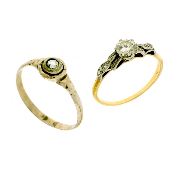 2 Var Yellow Gold Diamond Rings. Incl. central diamond (approx. 0.53ct) & 2 shoulder diamonds; & bezel set (rose cut diamond, approx. 0.05ct).