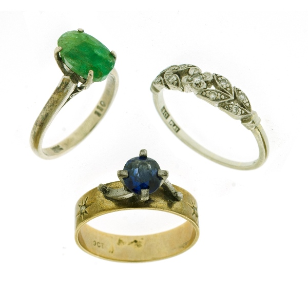 3 Var Stone Set Rings.  Incl. 9ct & silver sapphire set; 18ct & platinum parti coloured sapphire set; & 18ct green stone.