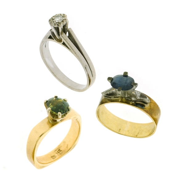 3 Var Yellow Gold Stone Set Rings.  Incl. 18ct diamond; 14ct parti colour sapphire; & gold with silver collet sapphire.