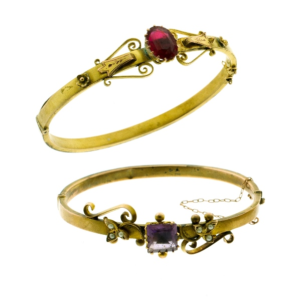 2 Var Early 9ct Yellow Gold Hinged Bangles.  Incl. amethyst & simulated seed pearl set (repairs); other set with red GTD.