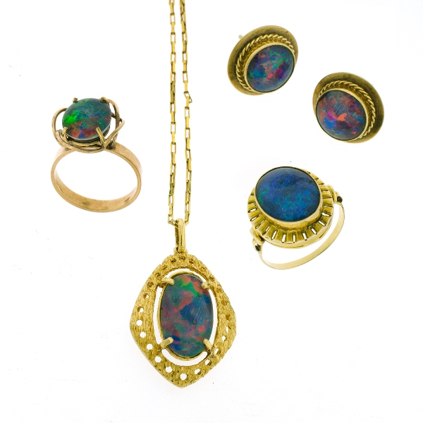 5 Var 9ct Yellow Gold Opal Triplet Items.  Incl. Chain link necklace & opal pendant; 2 var. rings; & pr earrings.