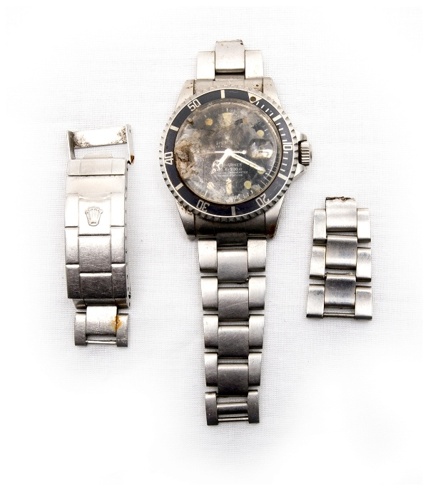 Rolex Sub Mariner Mens Wristwatch.  Stainless steel case & original band. Poor, damaged condition.