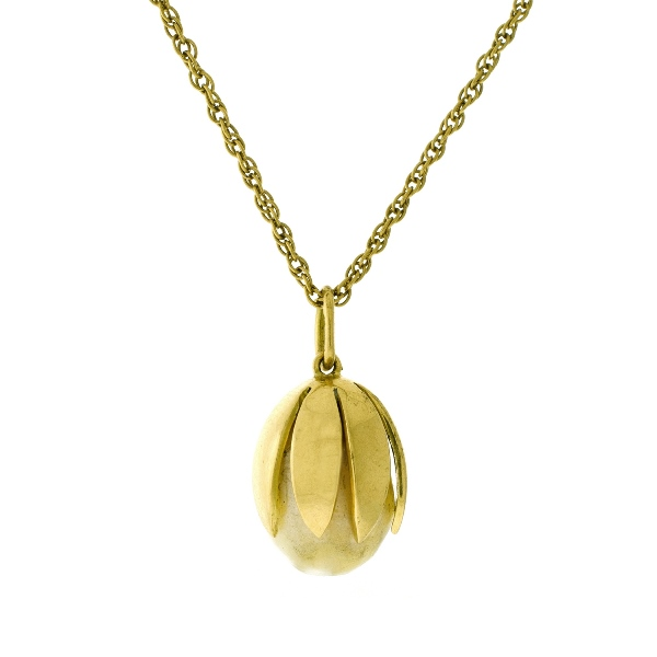 18ct Yellow Gold Chain & Pearl Pendant. Chain link necklace with yellow gold set baroque pearl pendant.