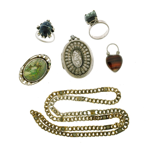 6 Var Silver Jewellery Items. Incl. 1 blue & 1 green stone set rings; agate set padlock clasp; opal set brooch; chain necklace; & HMSS locket (as inspected).