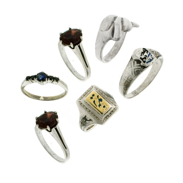 5 Var Silver Stone Set Rings. Incl. solitaire garnet; & in-line sapphires etc.