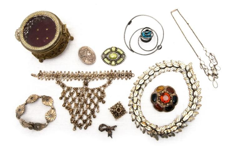 Qty Silver Jewellery. Incl. necklaces; brooches etc. Also brass jewellery box. Total 9 items.