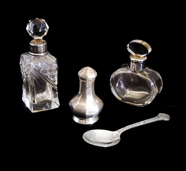 4 Var Early HMSS Items. Incl. 2 var. crystal perfume bottles with HMSS collars (both c1900); pepperpot, HM Birm. 1919; & Celtic spoon, HM Sheffield, 1966.