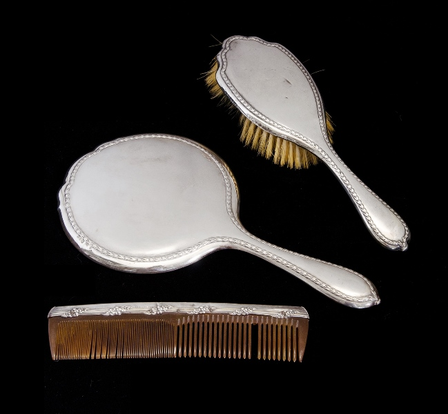 Geo V HMSS Boxed Mirror & Brush Set.  Birm. 1911 & 1913. 3 pces incl. hand mirror, hair brush, & silver backed tortoiseshell comb. All in fitted box labelled A. Saunders, London/Sydney.