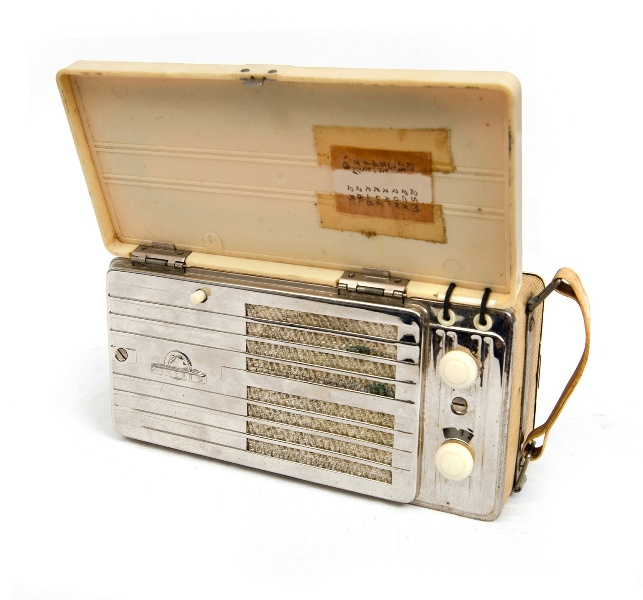 1950's Astor Portable Valve Radio.  Cream bakelite & chrome body.