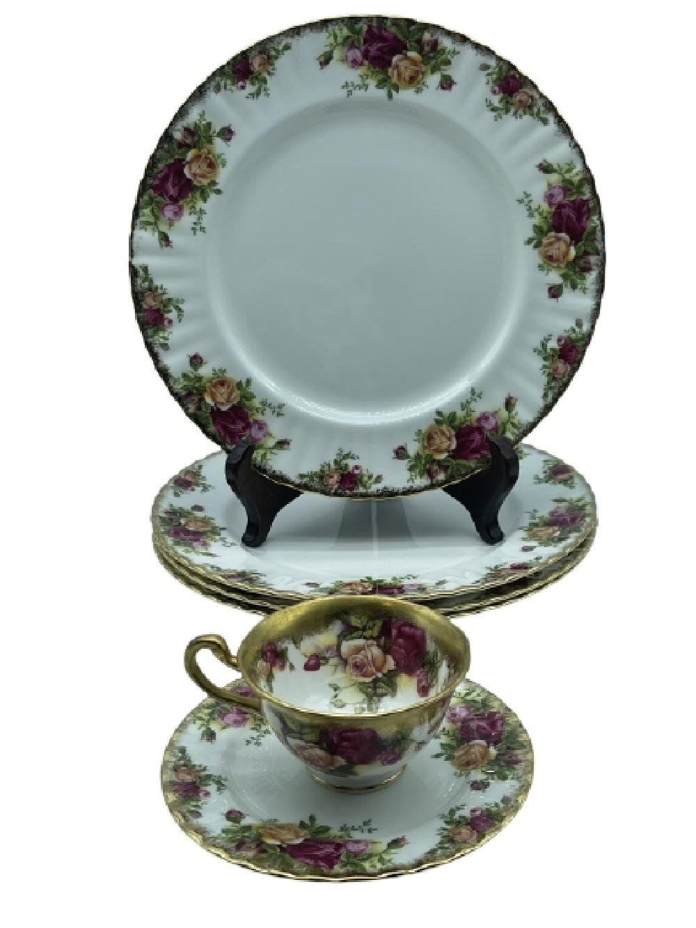 """4 ROYAL ALBERT """"OLD COUNTRY ROSES"""" DINNER PLATES"""