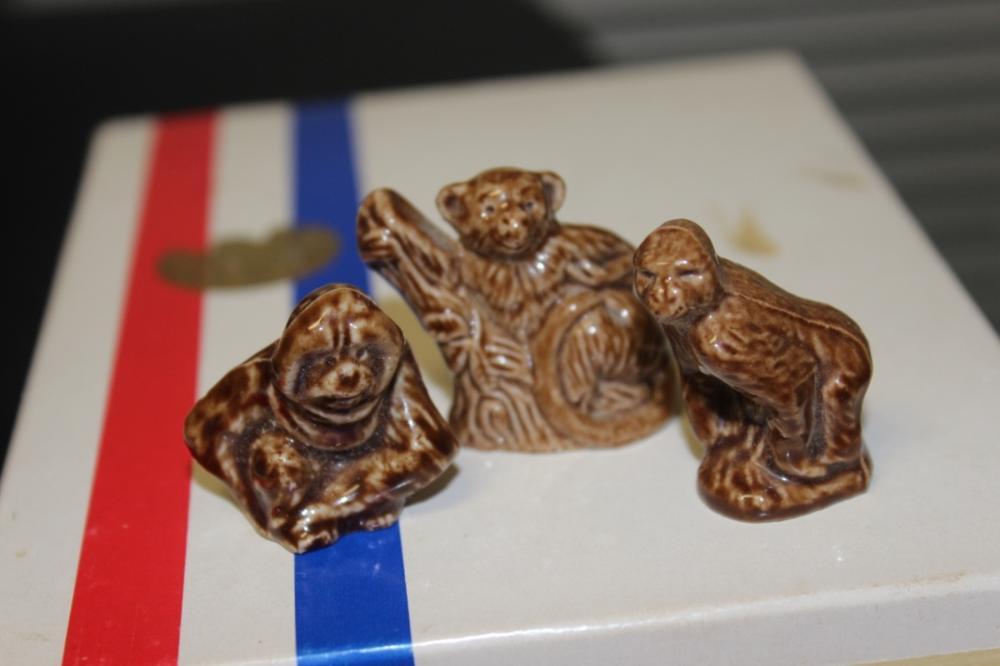 Lot of 3 Wade Figurines