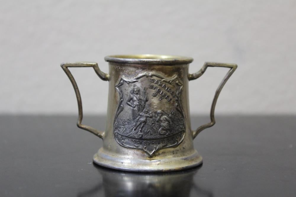 A Quadruple Plate Small Cup