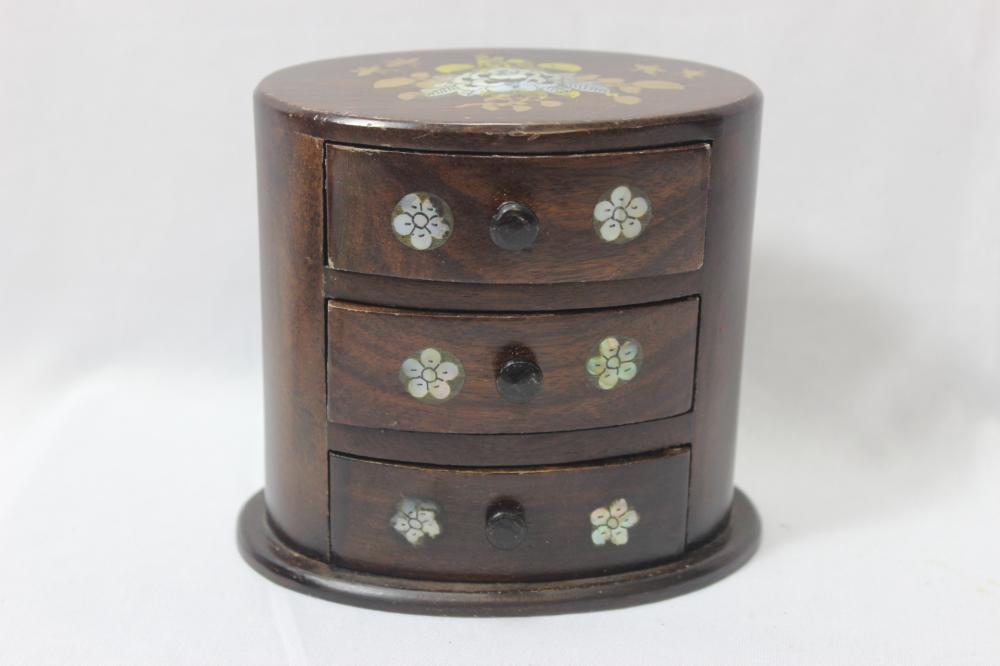 An Inlaid Jewelry Box
